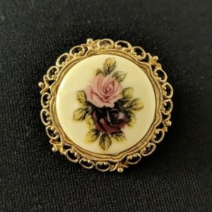 EUC ~ VINTAGE Porcelain Hand Painted. Brooch/Pin